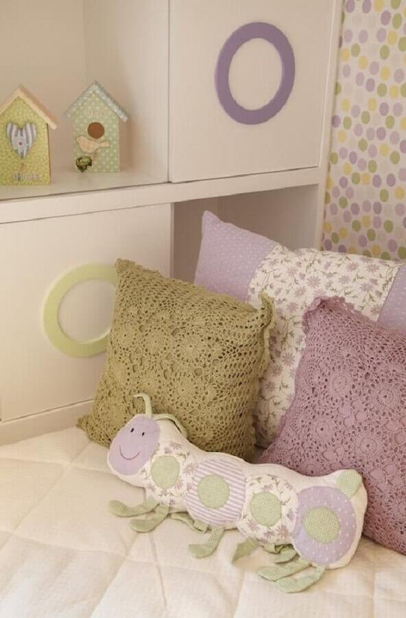 decoração quarto de bebê almofadas de crochê