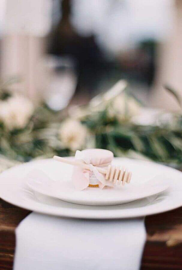 delicadas lembrancinhas de casamento com potinho de mel