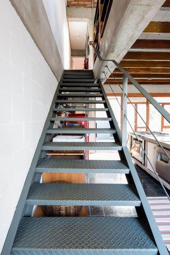 escada de ferro - escada grande simples