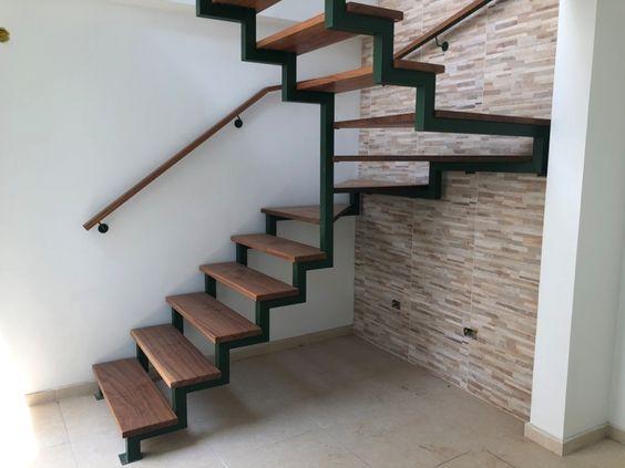escada de ferro - estrutura de ferro e degraus de madeira