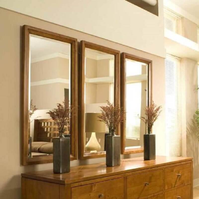 espelho bisotado com moldura de madeira