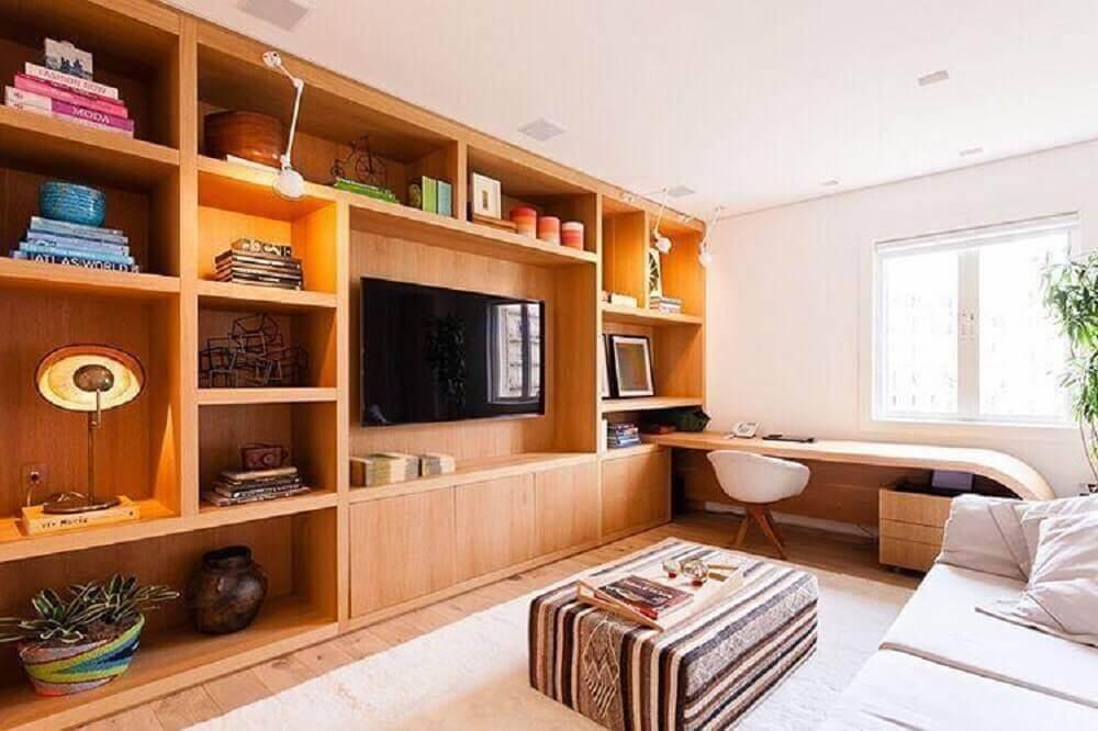 estante de madeira com painel de TV para sala