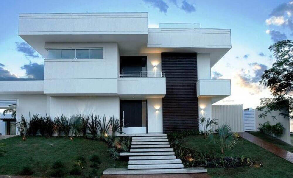 frente de casa moderna com tons neutros em cores para casa
