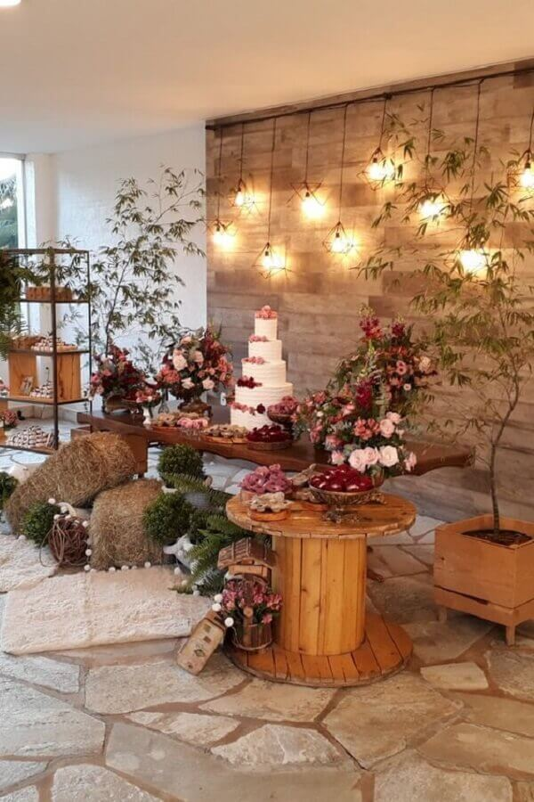 idea of rustic wedding decoration with wired luminaries on the Foto Pinterest panel