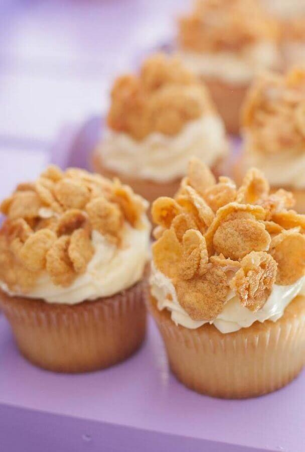 ideias para festa do pijama com cupcakes de cereais Foto Kara's Party Ideas
