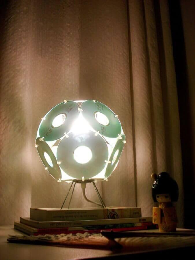 luminária feita de reciclagem com cd