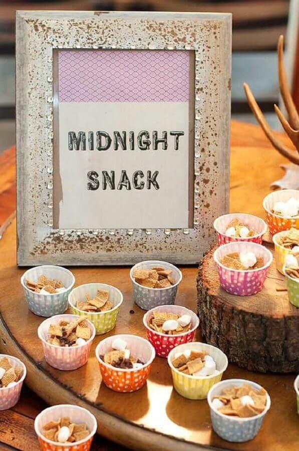 mesa de cereais para decoração festa do pijama Foto Tinyme