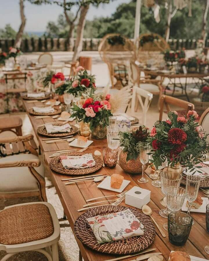 guest table with rustic wedding decoration Foto Paloma Cruz Events