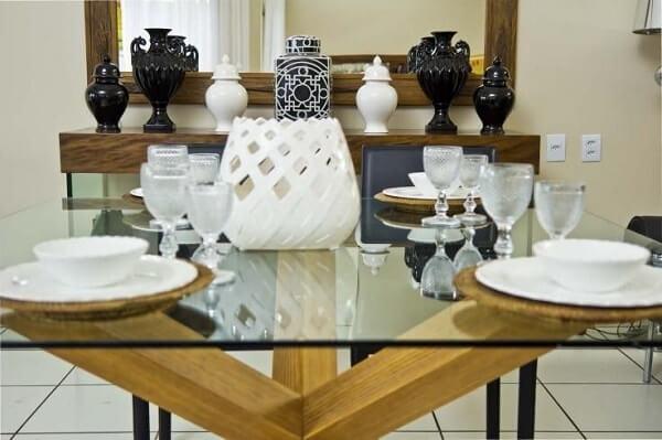 mesa para sala de jantar de madeira com vidro