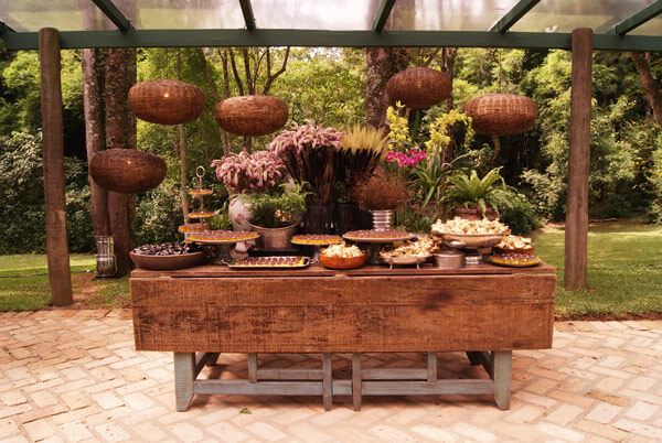 Decoração de casamento rústico para mesa de doces