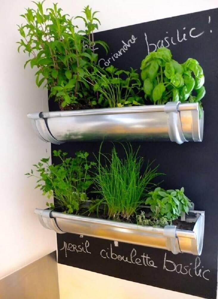 mini horta vertical em apartamento