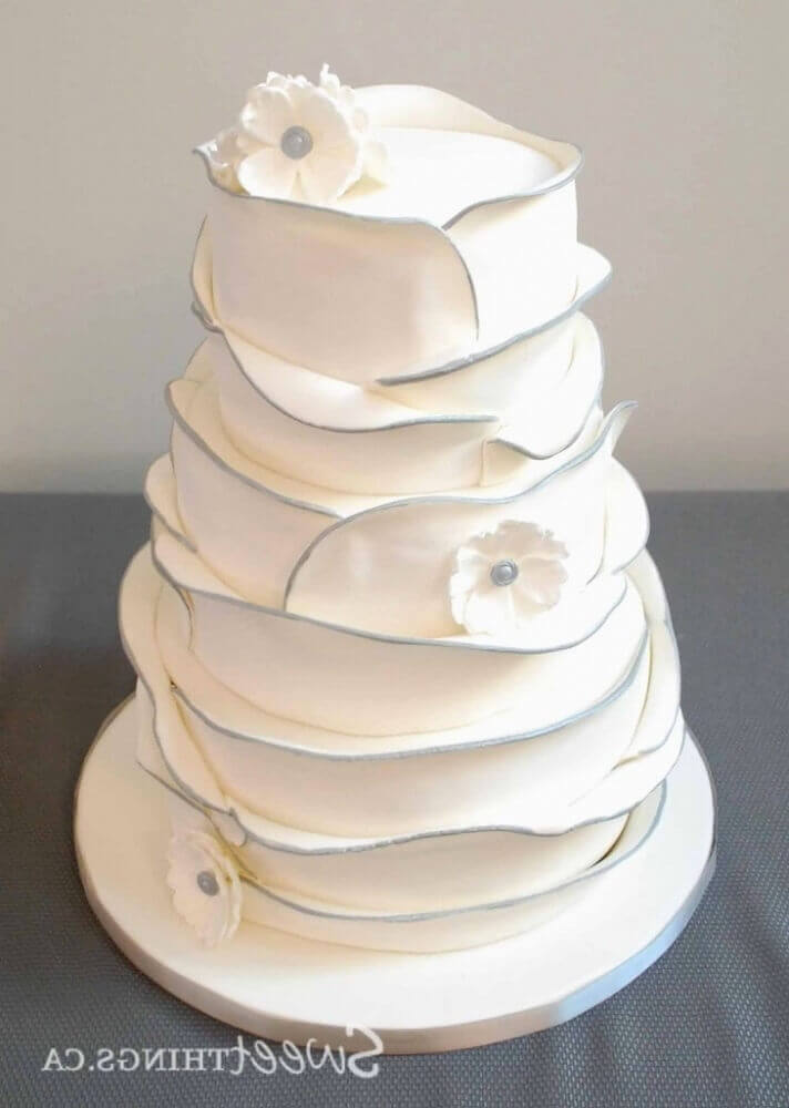 modelo de bolo de casamento branco e simples