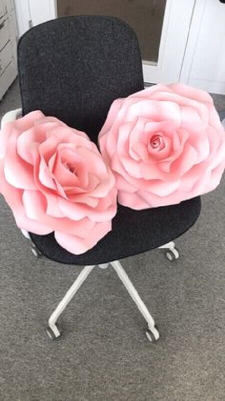 modelo maxi flor de papel cor de rosa