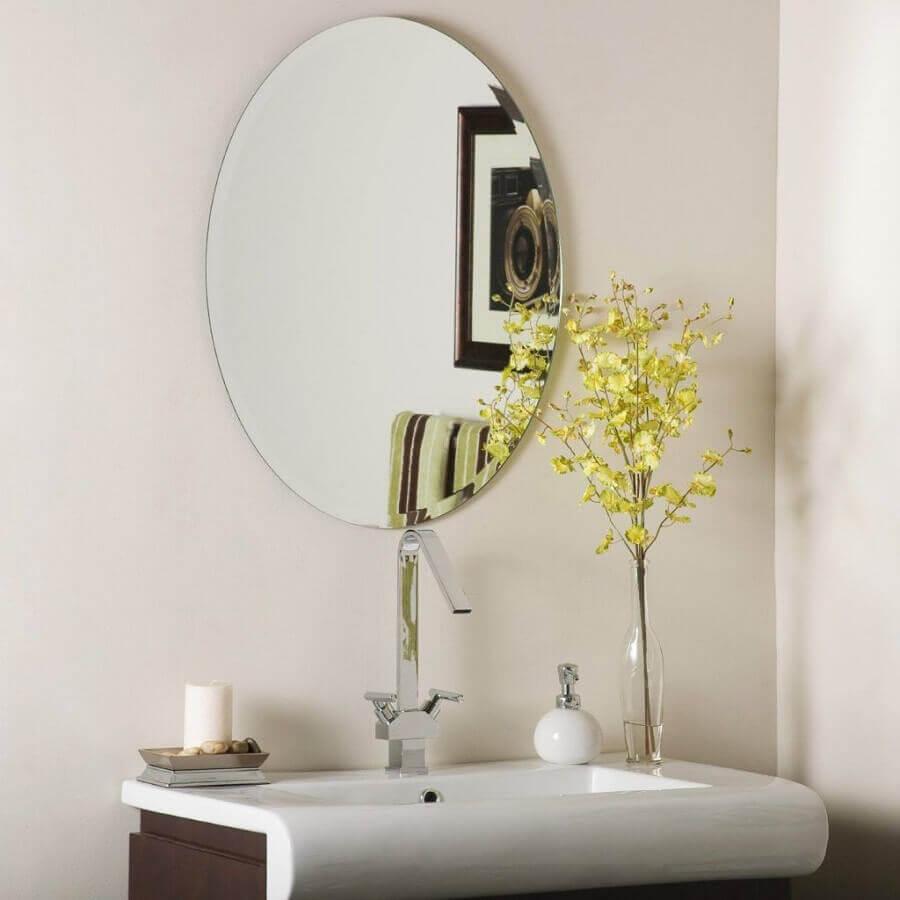 modelo redondo de espelho bisotê para banheiro