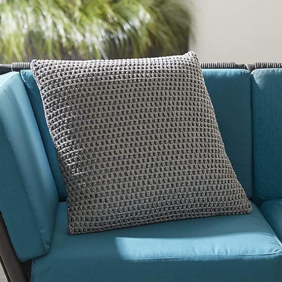 modelo simples de capa de almofada de crochê cinza