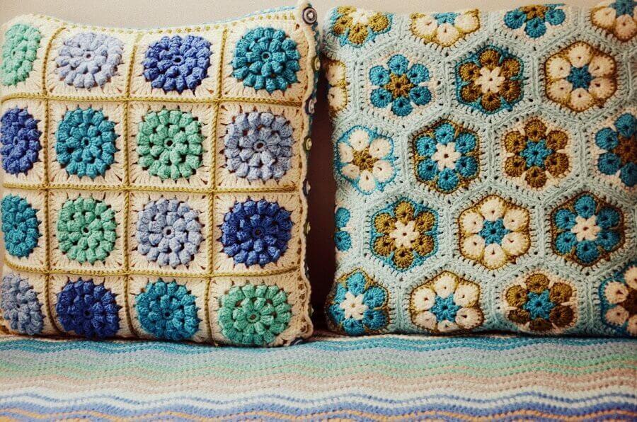 modelos de almofadas de crochê com flores