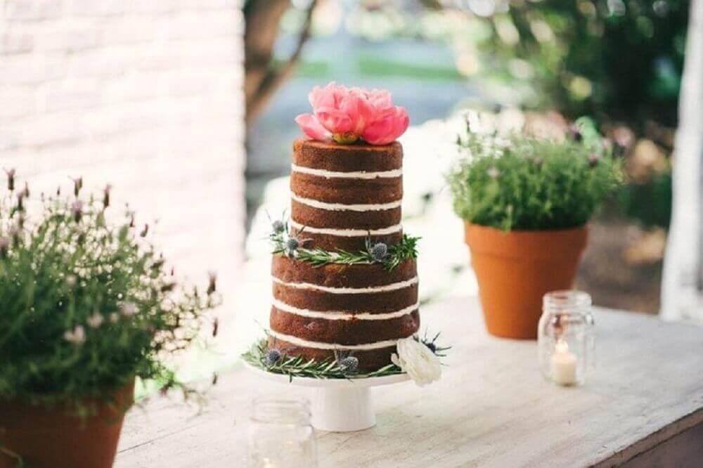 naked cake simples decorado com flores