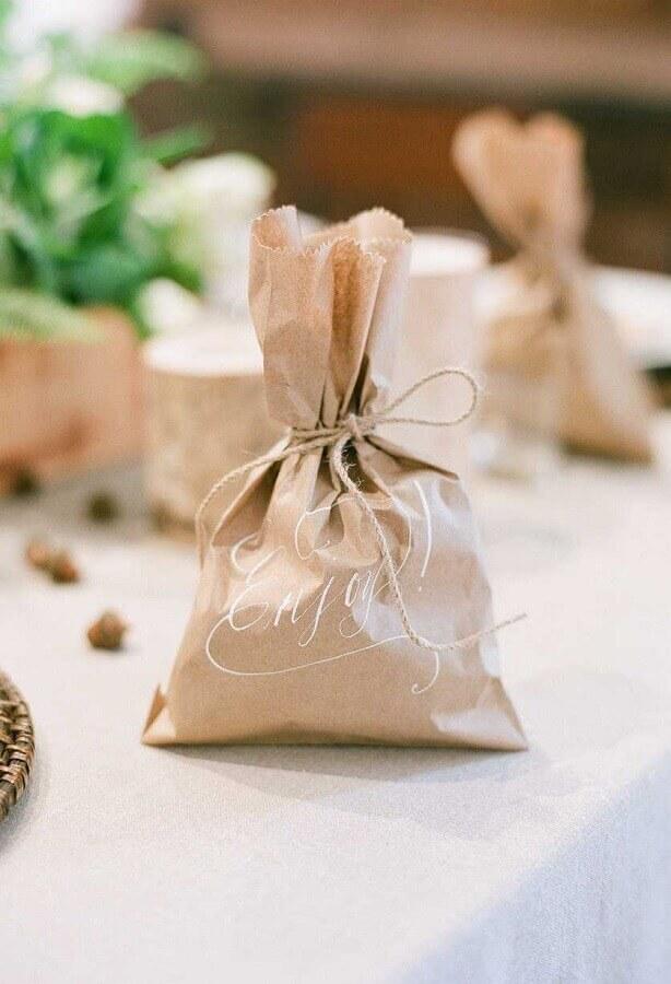 pacotinho rústico lembrancinhas para casamento simples e barato