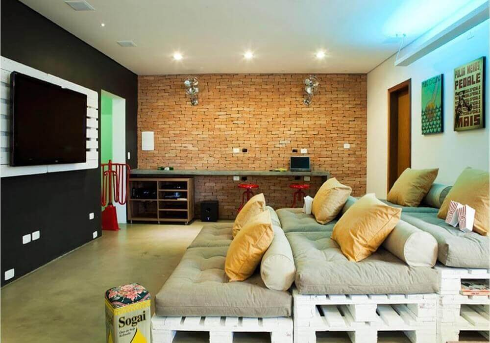painel de TV para sala feito de pallet