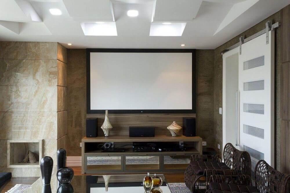 painel para sala pequena com decoração em tons neutros