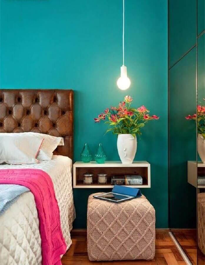 parede azul para decoração de quarto feminino com cabeceira marrom estofada Foto Pinterest