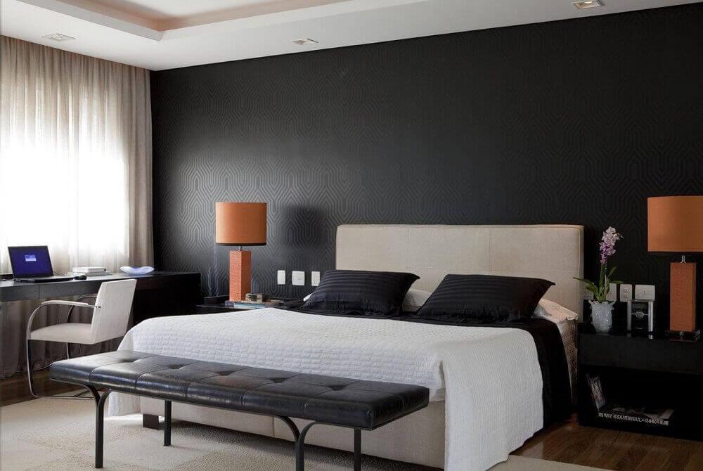 parede preta em quarto de casal