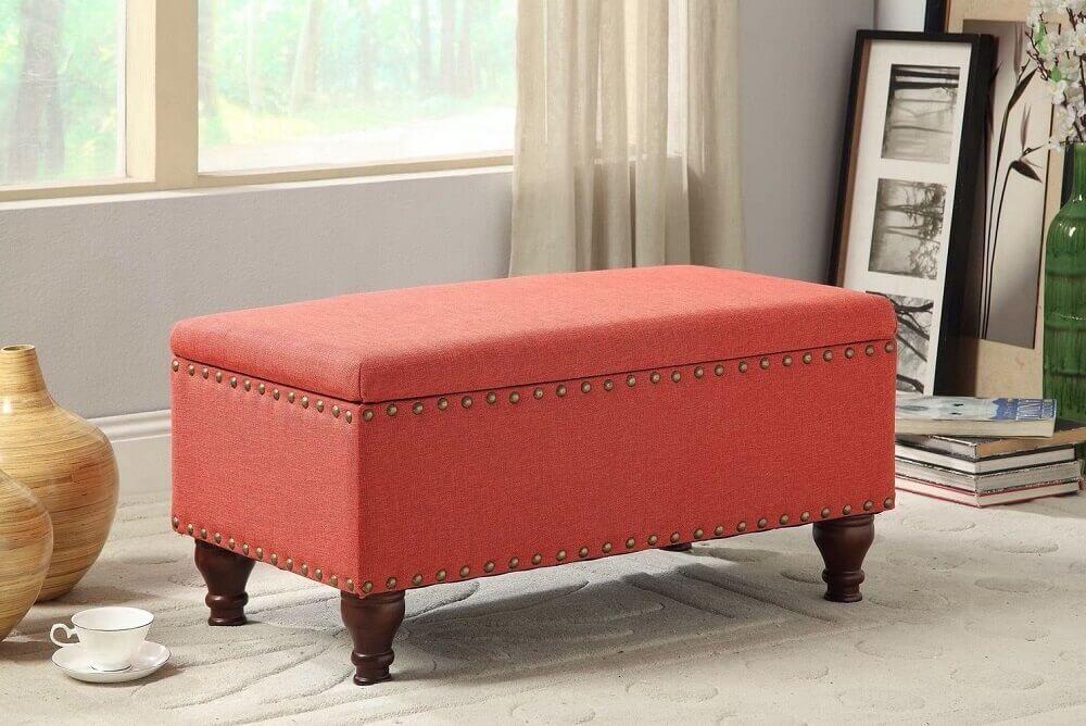 puff baú vermelho com pés de madeira