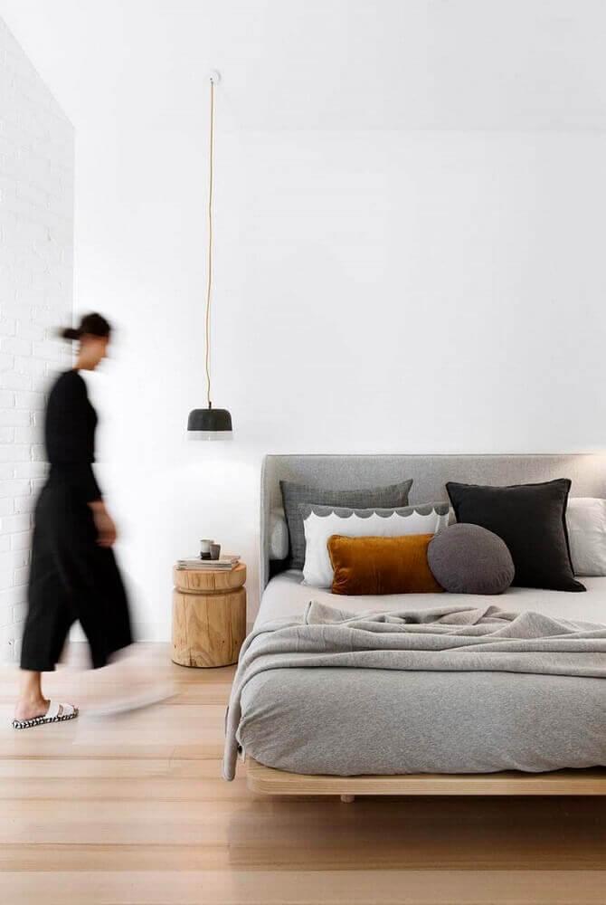 quarto minimalista com cama estilo japonesa
