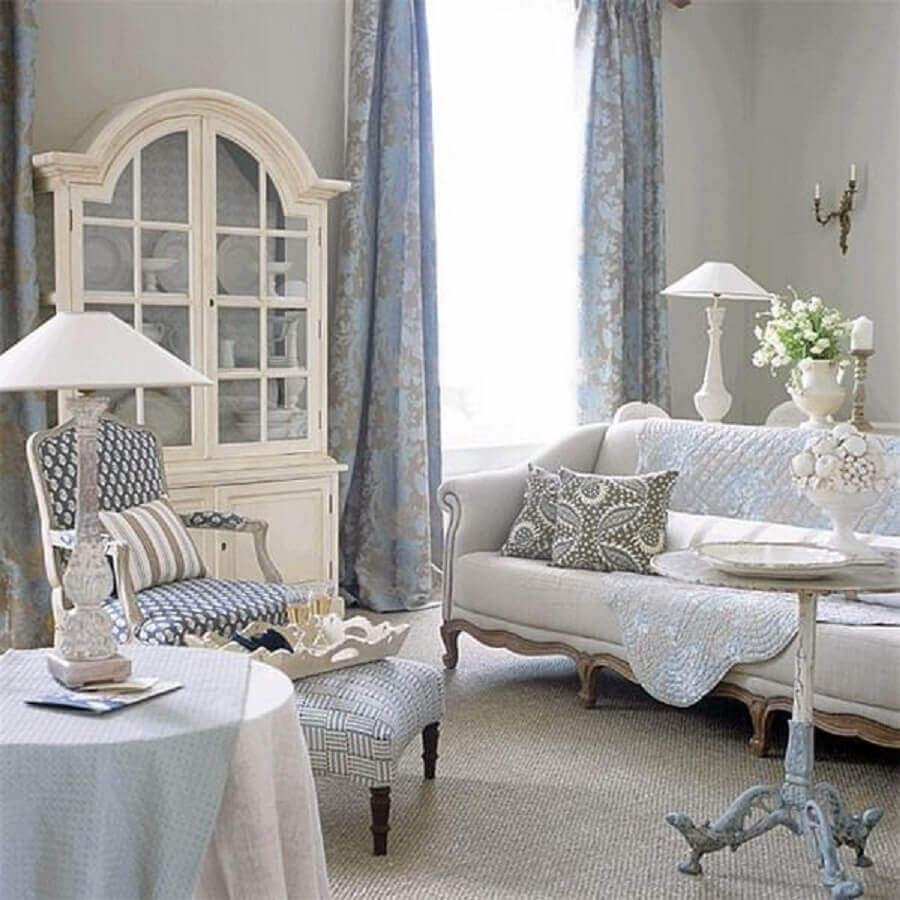 sala com móveis provençal