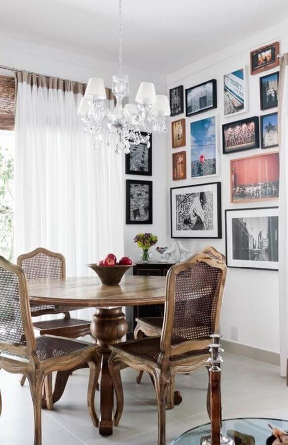 sala de jantar com móveis provençal rústico