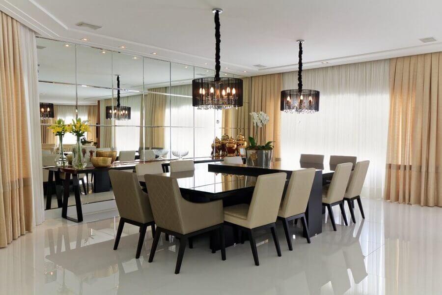 sofisticada decoração com espelho bisotê para sala de jantar