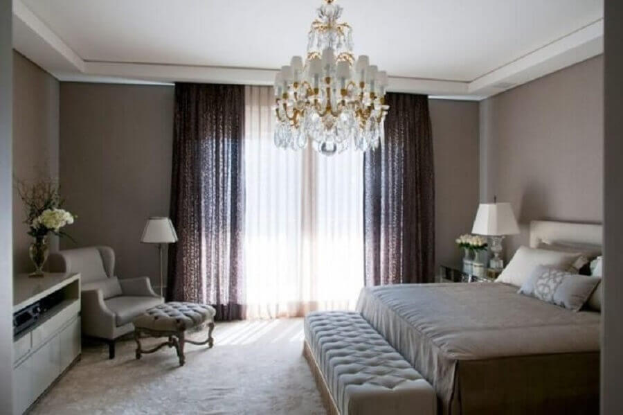 sofisticado lustre candelabro para decoração de quarto de casal Foto Roberto Migotto