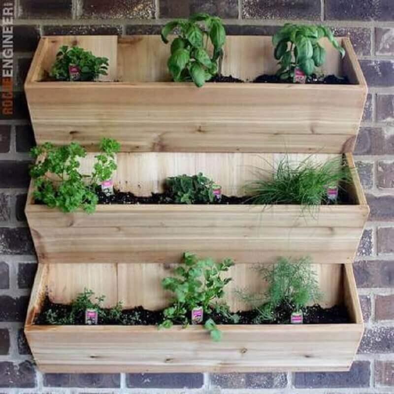 suporte de madeira para mini horta em apartamento