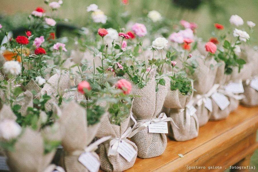 vasinhos rústicos como lembrancinhas para casamento simples