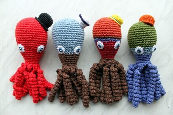 Polvo de crochê com chapéuzinhos