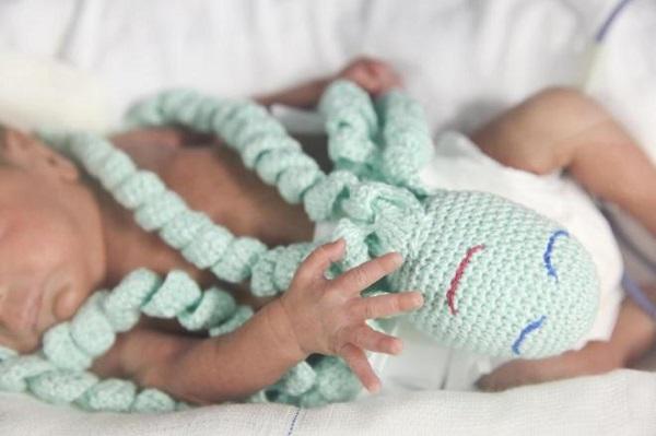 Polvo de crochê transmite a sensação de proteção aos recém-nascidos