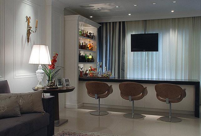 Barzinho para sala com poltronas
