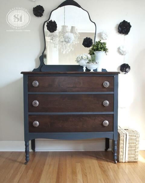 Cômoda retrô azul com espelho e gavetas de madeira