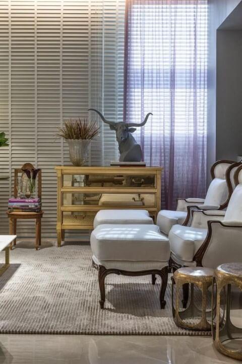 Cômoda retrô com gavetas espelhadas Projeto de Casa Cor 2016