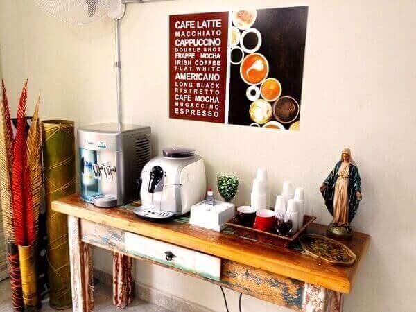 Cantinho do café com aparador rústico