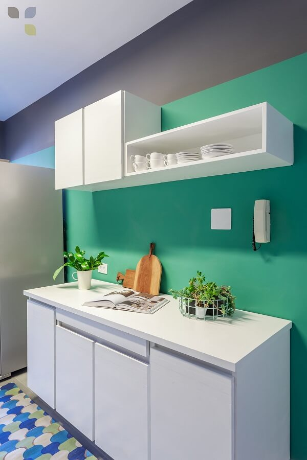 Cores para cozinha parede verde e tapete colorido