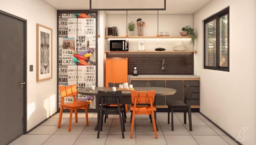 Cozinha laranja e preta com geladeira colorida Projeto de Studio Side Arquitetura