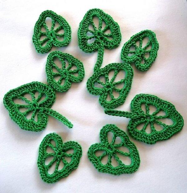 Folhas vazadas de crochê feitas com tramas delicadas