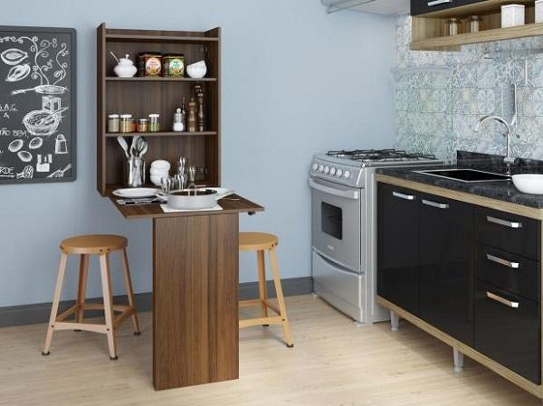 Mesa dobrável complementa a decoração da cozinha