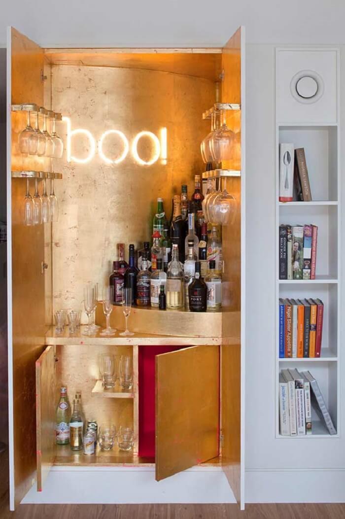 Invista em um barzinho para sala que abre e fecha