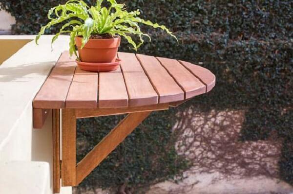 mesa dobrável de parede feita de madeira