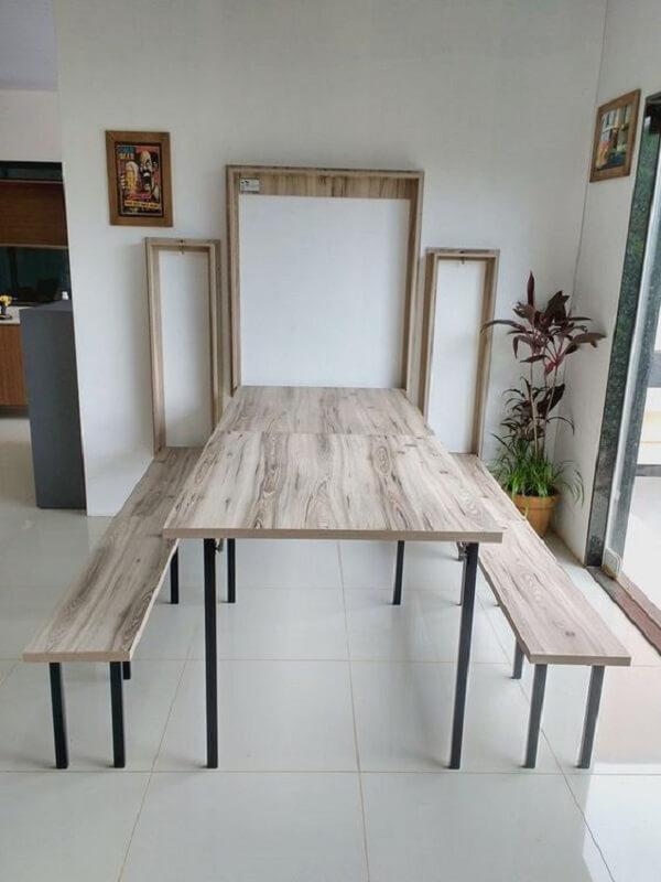mesa dobrável com bancos de madeira para área da varanda