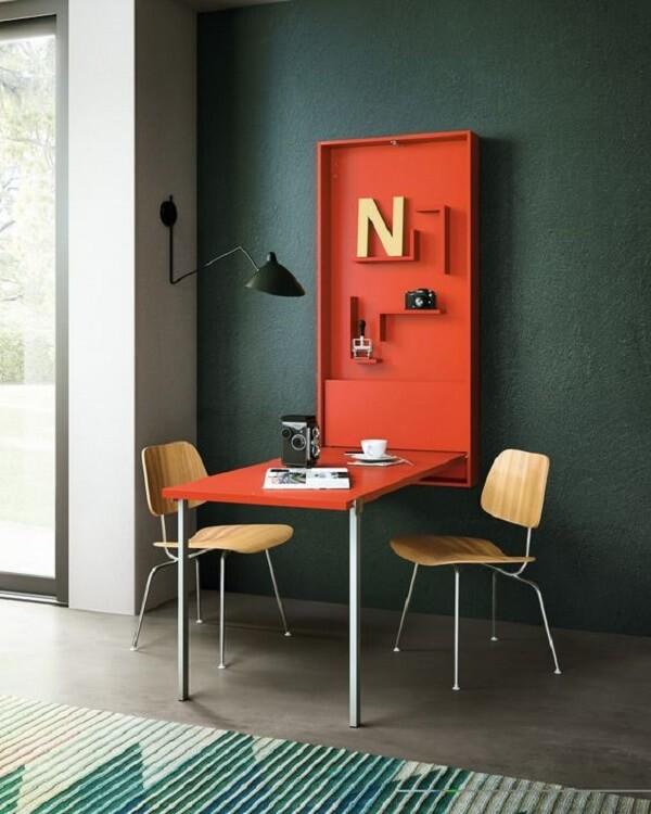 mesa dobrável com nichos de organização