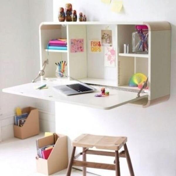 Mesa dobrável facilita o momento de estudo