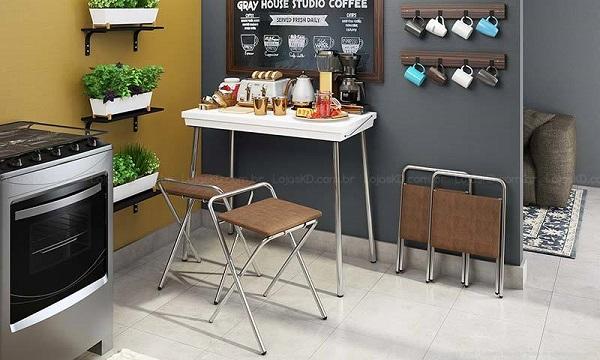 Mesa dobrável integra a decoração de cozinha